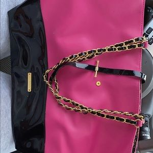 Hot pink Juicy Couture hand bag !!😍😍